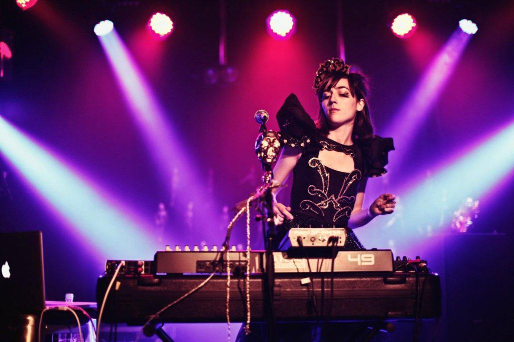 Elizabeth Rose cria o primeiro vídeo interativo da música